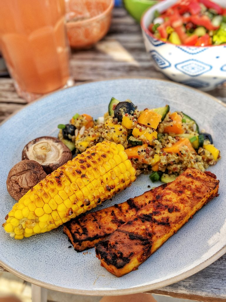 Sweet potatoe-quinoa-mango-salad and sweet & smoky BBQ tofu - vegan & gluten free