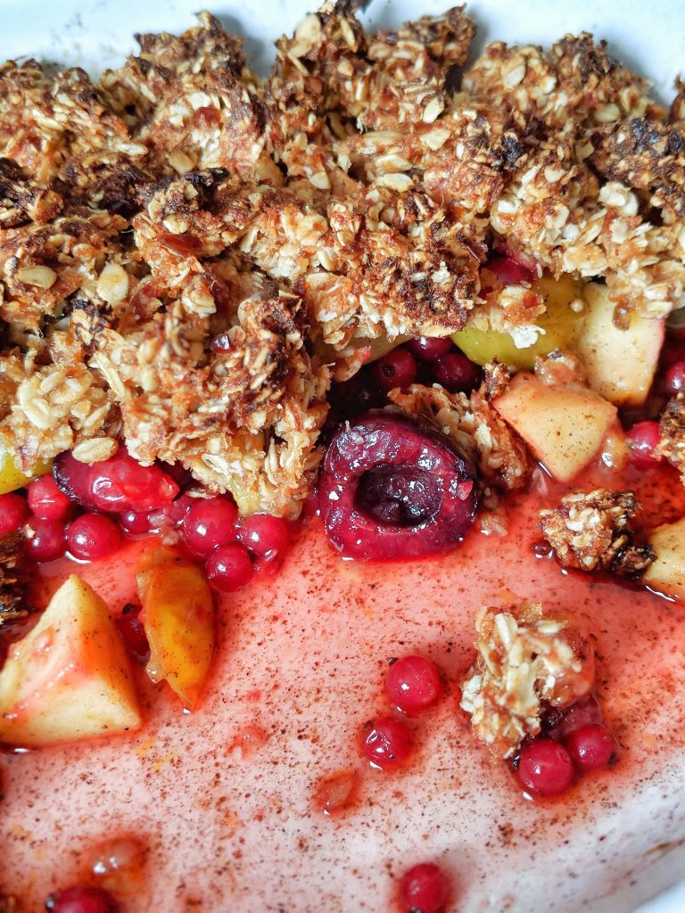 Fruity Coconut Crumble - vegan & naturally sweetened