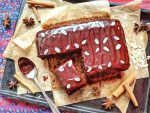 Amazing Gingerbread Cake with Chocolate Ganache - vegan & naturally sweetened