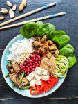 This easy vegan Buddha Bowl recipe is a tasty gluten free lunch idea and just perfect for meal prep. It's packed with veggies, plant-based protein & healthy fats. All you need in one bowl. 💚| inlovewithbliss.com #vegan #bowl #healthy #lunch #mealprep